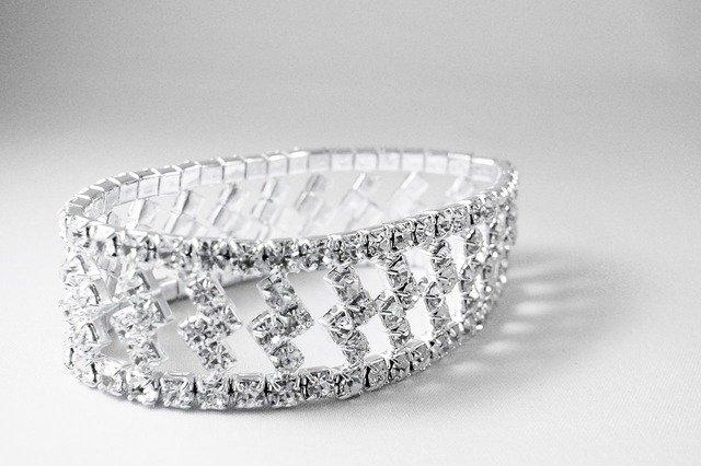 Jak przechowywać biżuterię srebrną?
