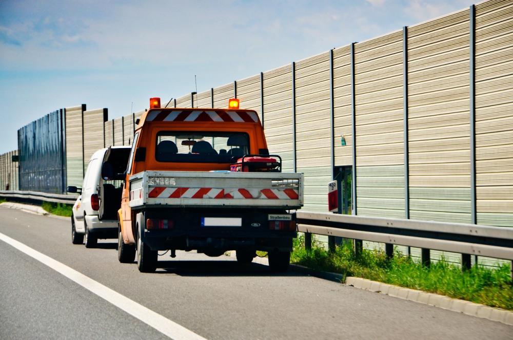 Ile zarabia pomoc drogowa?